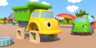 Синий трактор на детской площадке - 12 серия. Квадратные колёса